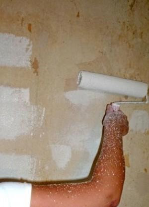 Maler Rolle auf Wand Anstrich